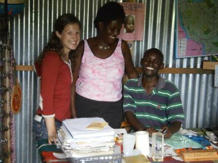 v.l.n.r.: Nele Gabriel, Christine Adhiambo, Austine Otieno